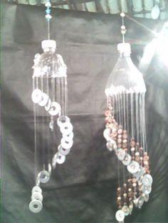 Pin de Betty Farnsworth em re-use soda bottles-plastic bottles Pop Bottle Crafts, Plastic Bottle Flowers, Plastic Bottle Crafts, Plastic Art, Recycle Plastic Bottles, Cd Crafts, Recycled Crafts, Crafts To Make, Solar Light Crafts