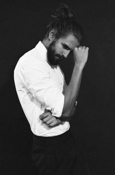 Photography Black And White Man 49 Super Ideas- Photography Noir Et Blanc Homme 49 Super Ideas - Male Models Poses, Fashion Model Poses, Male Poses, Book Modelo, Portrait Photography Poses, Photography Zine, Freelance Photography, Photography Tricks, Photography Filters