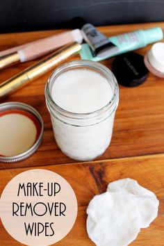 Simple Eye Makeup Remover – make these wipes at home! This simple eye makeup remover is easy to make at home with ingredients you may even have on hand! Get the recipe for these make up remover wipes! Diy Makeup Remover Pads, Homemade Makeup Remover, Makeup Wipes, Eye Makeup Remover, Simple Eye Makeup, Eye Makeup Tips, Skin Makeup, Makeup Tools, Coconut Oil Tea