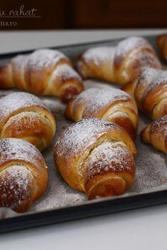 Croissant, Pretzel Bites, Junk Food, Romania, Diy And Crafts, Food And Drink, Bread, Crescent Roll, Bakeries