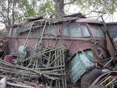 Volkswagen Bus, Vw T1, Vw Camper, Abandoned Cars, Abandoned Places, Abandoned Vehicles, My Dream Car, Dream Cars, T2 Bus