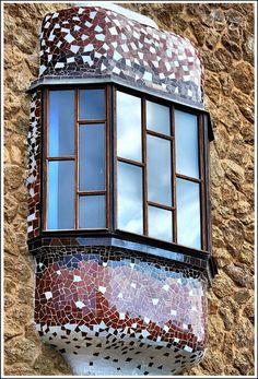 Gate house. Into the Park Guell. Architect Antoni Gaudi with the collaboration of Joseph Maria Jujol Francesc berenguer et al !!  Barcelona, Spain.