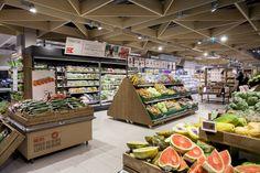 De Noorse supermarktketen Meny onderging een metamorfose. Met het nieuwe storedesign wil de retailer zijn brand personality versterken.  'Waar discounters stunten met voedselprijzen, laten wij zien dat we belang hechten aan wat consumenten eten', aldus de keten.