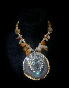 Beautiful natural agate statement necklace by JosetteRedwolfandSon