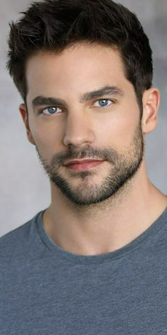 Stubble beard for men with blue eyes