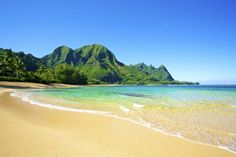 Tunnels Beach, Kauai, Hawaii  http://beaches.hawaiiactive.com/kauai/tunnels-beach.html