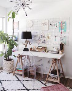 5 Ways to Master a Creative Workspace – Creative Home Office Design Creative Workspace, Workspace Design, Office Interior Design, Creative Home, Office Interiors, Home Office Space, Home Office Desks, Office Decor, Office Ideas