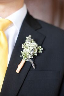 Groomsmen Boutonniere. Add a peach pink rose for Groom's Boutonniere.