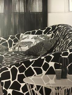 Foto: JAB Anstoetz aus Kollektion Yin&Yang! Zebra Stoff MILO 140cm Breite, #Dekostoff #Dekoidee #Design #black&white #Rademann #Kiel #Raumausstatter #Bodenbelag #Polsterei #Dekoration #Gardinen #Plissee
