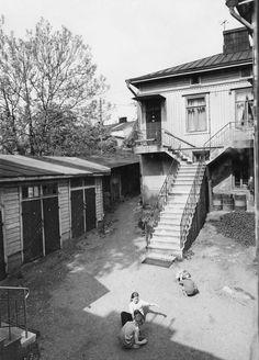 Kuvien sijaintia on vaikea uskoa: Lumottu kaupunginosa, jota ei enää ole History Of Finland, Helsinki, Map Pictures, Historian, Old Photos, Real Life, Nostalgia, Black And White, World