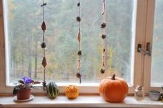 Woodland in the Fall, knitted garland tutorial (mandarine's) Yarn Projects, Knitting Projects, Fall Knitting, Fall Garland, Happy October, Fall Is Here, Autumn Leaves, Color Change, Woodland
