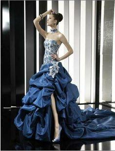 Abiti blu azzurri. Abiti ElegantiPierre CardinStile SposaCollezione Per  SposeAbiti Alla ModaAbiti Da ... 6ed16d09ff4c