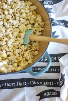 Get rid of your microwave popcorn, and try making your own. This recipe from Hey Porkchop is a great one to use then cuddle on the couch. Check out the recipe here Dutch Oven Cooking, Dutch Oven Recipes, Cast Iron Cooking, Braiser Recipes, Healthy Cooking, Healthy Recipes, Le Creuset Cookware, Microwave Popcorn, Healthy Lunches For Kids