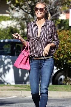 San makeup! How does she do it?  #heidiklum #streetstyle #shoppingpicks