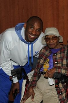 Kobe Bryant #24 of the Los Angeles Lakers poses for a photograph with 105 year old fan Alleen Wynn