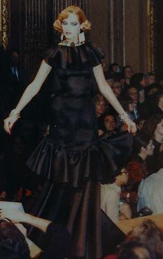 Janvier 1983. Haute couture été 1983. L Officiel 1000 modèles.