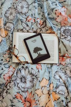 Amazon Kindle, Coffee And Books, Bibliophile, Bookstagram, Study, Writing, Reading, Frame, Reading Lamps