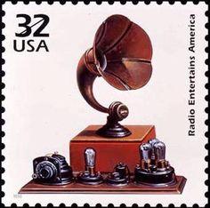 RADIO.  Todo comenzó en la década de 1830 cuando Samuel Morse puso en práctica la comunicación telegráfica e inventó un código, llamado código Morse, y que consistía en establecer a cada letra, número o signo ortográfico una o más interrupciones de distinta duración que se conocen como rayas y puntos.  El hombre podía comunicarse a amplias distancias gracias al teléfono y al telégrafo y, también, a través de los mares gracias a los cables submarinos. Pero esto podía lograrse solo en las…
