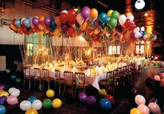 balloons galore!! how fun would it be to sit at this table to celebrate?!... That looks soo cool!!