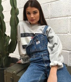 Streetstyle crewneck sweater streetstyle overalls streetwear tommy hilfiger sweater hoodie brunette center part brick wall womens fashion Fashion 90s, Fashion Killa, Look Fashion, Winter Fashion, Fashion Outfits, Womens Fashion, Robes Glamour, Winter Outfits, Casual Outfits
