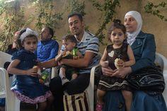 Refugiados sirios en Líbano, ayer, preparados para su viaje a España