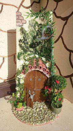 Tejas decoradas Tile Crafts, Clay Pot Crafts, Miniature Crafts, Rock Crafts, Diy And Crafts, Miniature Houses, Door Murals, Mural Art, Clay Fairy House