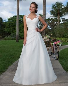Sweetheart Gowns features the best in bridal at a great price. Find on-trend, flirty and fun wedding dresses to make every bride feel sweet and charming. Queen Wedding Dress, Wedding Dress Organza, Tulle Ball Gown, Perfect Wedding Dress, Dream Wedding Dresses, Bridal Dresses, Wedding Gowns, Ball Gowns, Bridesmaid Dresses