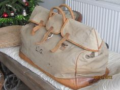 Beautiful vintage canvas bag - makes me want to go on a 1920s safari