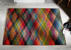 A perfect style quotient with a stunning abstract contemporary design for modern day decor. #modernrugs #multicolouredrugs #designerrugs #largerugs #durablerugs