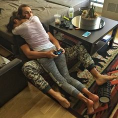 Bildergebnis für couple gaming together