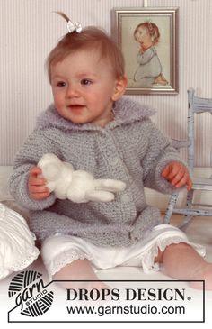 DROPS Baby - Krausrippengestrickte Jacke in Ull-Bouclé mit Kanten und Kragen in Pelliza Knitting Patterns Free, Free Knitting, Baby Knitting, Free Pattern, Crochet Patterns, Drops Design, Drops Baby, Magazine Drops, Knit Cardigan
