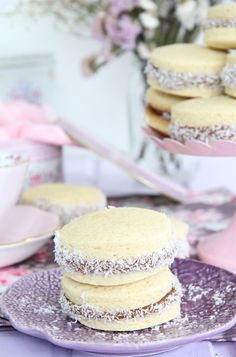 Ham broth with black radish - Healthy Food Mom Alfajores Argentinos Recipe, Alfajores Recipe Argentina, Mini Cakes, Cupcake Cakes, Cupcakes, Biscuits, Eat Dessert First, Gourmet Recipes, Vanilla Cake