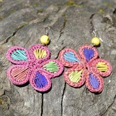 Boucles d'oreilles fleur en paille Fibres, Belly Button Rings, Jewelry, Ears, Boucle D'oreille, Locs, Flowers, Bijoux, Jewlery