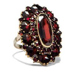 Liebesgrüße aus Böhmen - Alter Granatring mit schönen böhmischen Granaten, datiert 1964 von Hofer Antikschmuck aus Berlin // #hoferantikschmuck #antik #schmuck #antique #jewellery #jewelry