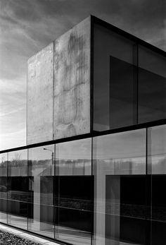 Glass pannels © Vincent Van Duysen - Office building, Waregem. Photo by Alberto Piovano.