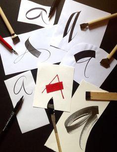 Caligrafía con diferentes instrumentos