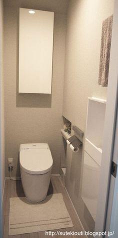 今日は1階のトイレのWEB内覧会です。 ■ いろいろとしわ寄せが来たトイレの位置 トイレの位置は、リビングの扉を開けた廊下の左側になります。 間取り図でピンク色にした部分です。 本当は外壁に接するようにトイレを配置したかったし、音の事を...