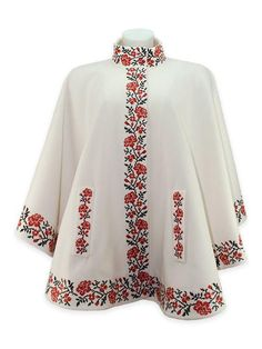 """Embroidered poncho with the """"Sweet roses"""" pattern"""