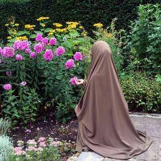 Mode Niqab, Mode Abaya, Hijabi Girl, Girl Hijab, Muslim Fashion, Hijab Fashion, Black Hijab, Islam Women, Hijab Cartoon