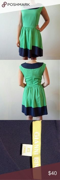 Gianni Bini Navy Blue and Green Dress Size 2 Perfect little cocktail dress. Fits more like a size 4 Gianni Bini Dresses Midi