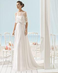 Traje de novia de muselina de seda y chaqueta de encaje con pedrería. Colección 2017 Aire Barcelona Beach Wedding