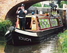 Canal boat chase ends in capture after eight days | NewsBiscuit