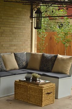 Your eyes will be pleased Outdoor Lounge, Outdoor Spaces, Outdoor Living, Outdoor Ideas, Outdoor Decor, Bali Huts, Big Houses, Outer Space, Accent Colors