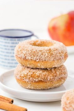 Gluten-free cinnamon sugar donuts that are easy to throw together. They are vegan and dairy-free. These donuts can easily be made with whole wheat or all purpose flour for a non gluten-free version. They're baked, not fried, which cuts down on the mess. Patisserie Sans Gluten, Dessert Sans Gluten, Bon Dessert, Easy Donut Recipe, Baked Donut Recipes, Baked Donuts, Donuts Vegan, Gluten Free Doughnuts, Healthy Donuts