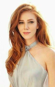 Elçin Sangu - Turkish Actress who plays Guzide and marries Celil in Kurt Seyit ve Sura the Turkish TV series 2014 - Beautiful Red Hair, Gorgeous Redhead, Beautiful Women, Redhead Girl, Brunette Girl, Red Heads Women, Looks Pinterest, Red Hair Woman, Peinados Pin Up
