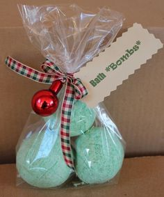 homemade bath bombs - great Christmas gift