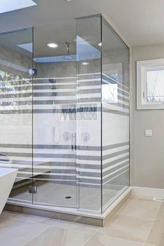 Ihre Duschverglasung direkt online konfigurieren und kaufen oder auf unsere kostenlose und maßgeschneiderte Beratung zurück greifen. Glas Art, Divider, Room, Furniture, Home Decor, Shower Cabin, Counseling, Tub, Simple