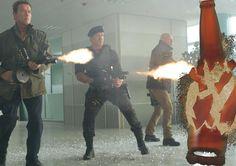 Nel film I Mercenari, i protagonisti distruggono una bottiglia di birra industriale!