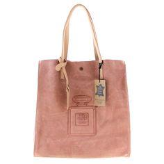 """La Parfum Bag è prodotta in 8 colori tra i quali il rosso, il nero, il bianco, il cuoio, il giallo, il blu, il rosa ed infine il fango. Una borsa di vera pelle scamosciata made in Italy dalle finiture curatissime con una chiusura centrale ed un taschino interno porta oggetti. La morbida pelle ed il manico anch'esso in pelle, dello stesso colore della borsa, fanno di questo """"oggetto"""" un qualcosa di unico ed irripetibile. #bag #bags #mybestdesign"""