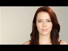 Makeup can be applied in such a way to give the illusion of change in your facial features. Make small hooded eyes bigger with makeup with help from a celebr. Beauty Make-up, Beauty Hacks, Hair Beauty, Beauty Ideas, Beauty Tips, Hooded Eye Makeup Tutorial, Makeup Tips, Hair Makeup, Girl With Green Eyes